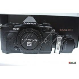 Olympus OM-D E-M5II -  FL-LM3 Usata